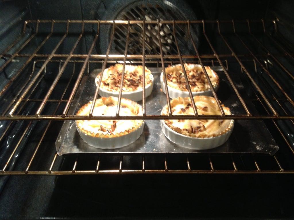 Ароматные тарталетки с марципаном, апельсиновым мармеладом и кедровыми орешками: пальчики оближешь