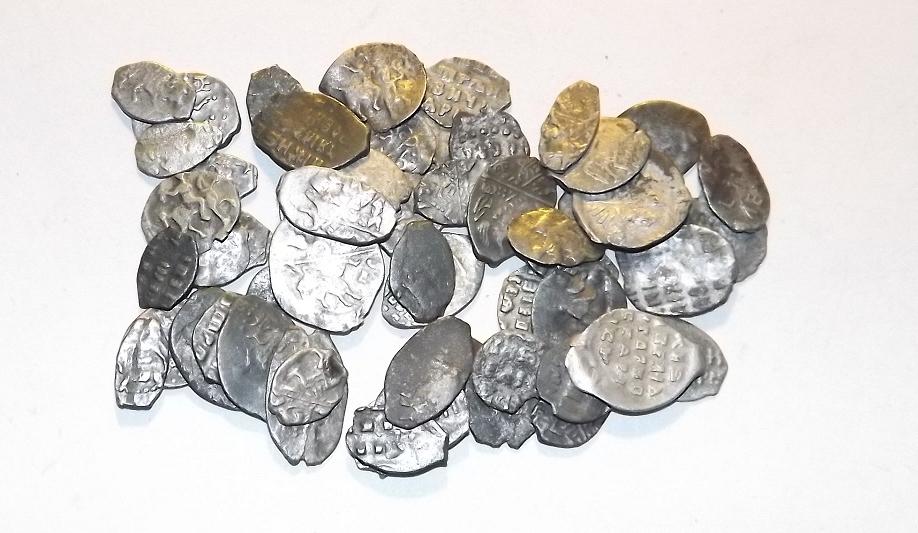 Серебряные монеты XVI века: псковские археологи обнаружили настоящий клад