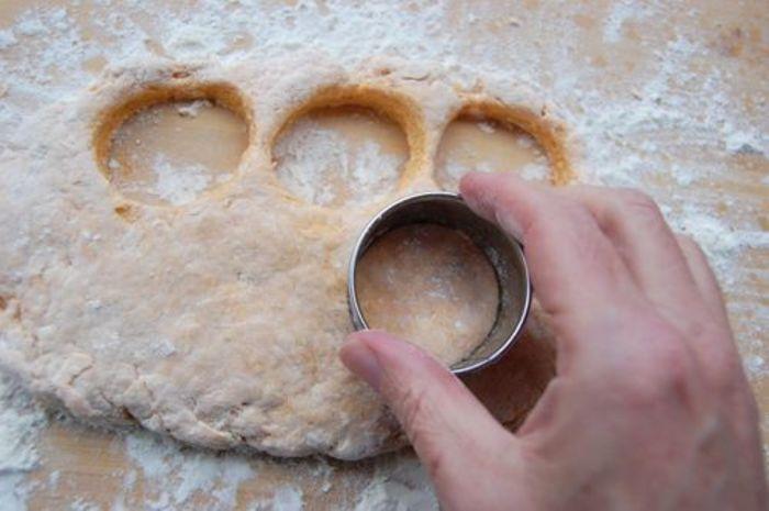 Осенью часто пеку нежные тыквенные булочки с сыром: простой рецепт