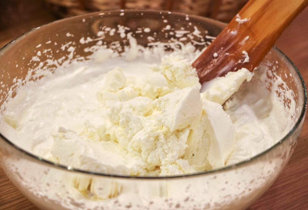 Самый любимый десерт домочадцев: неповторимый микс из свежего сыра, клубники и печенья