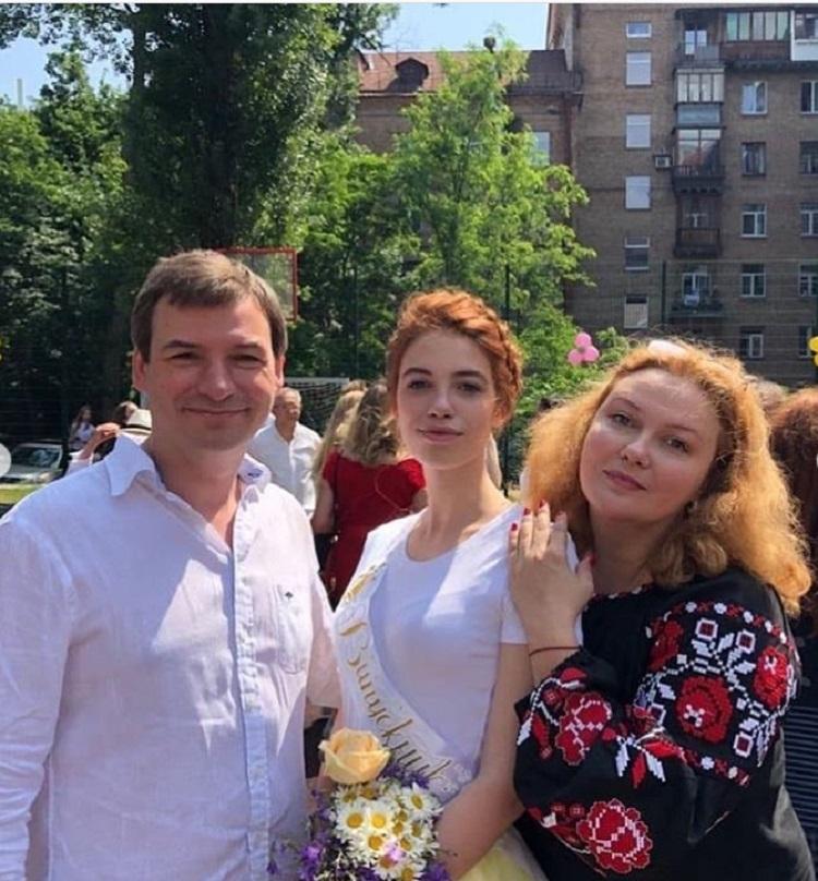 """Леся Самаева из т/с """"Тайна Марии"""" уже 20 лет замужем за красивым мужчиной с интеллигентным лицом - актером Андреем Самининым: фото"""