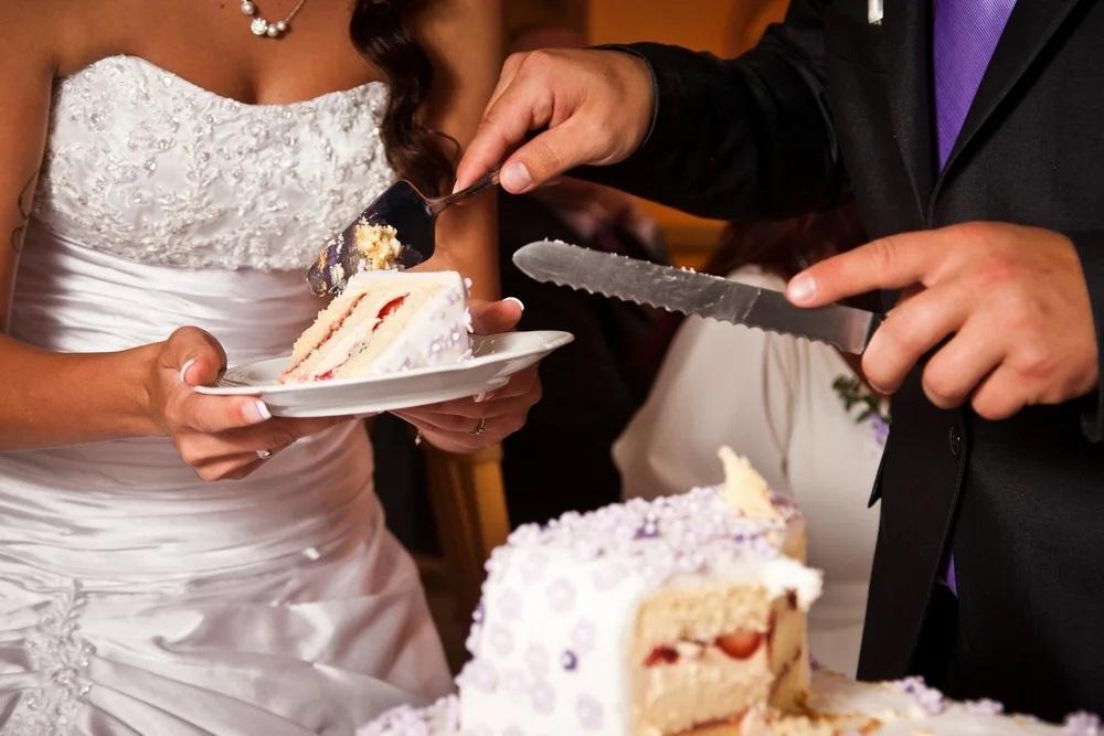Молодожены предложили гостям разные по стоимости блюда: они зависят от цены свадебного подарка (вегетарианцам нужно заплатить больше всех)