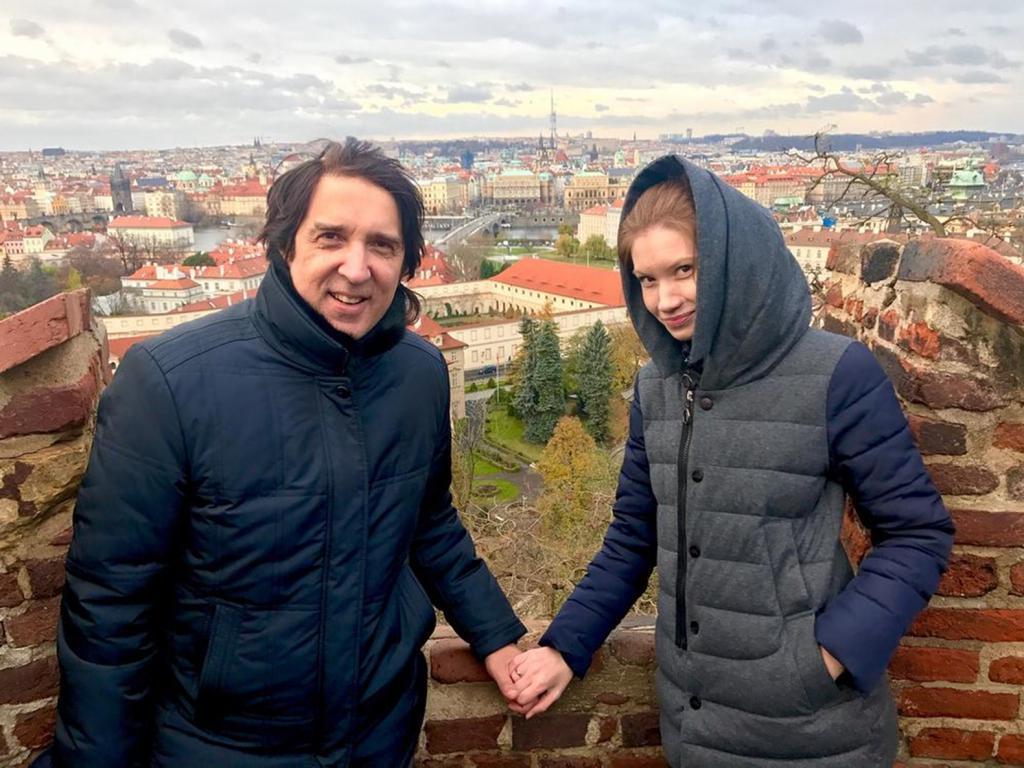 В честь дня рождения Кая Метова: ранние и новые фото, а также чем занимается