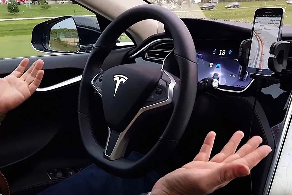 """Фантастика становится опасной реальностью: водители """"Теслы"""" включают автопилот и ложатся спать или проводят вечеринки в салоне"""