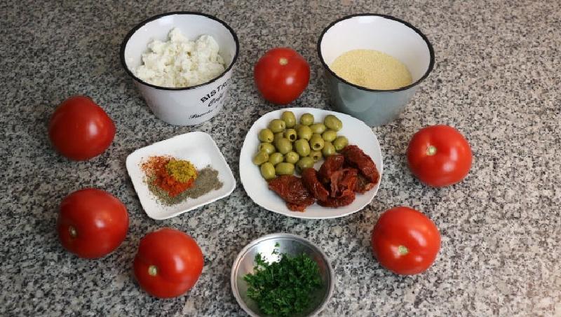 Нафаршировал – и в духовку: помидоры готовлю с сыром и кускусом