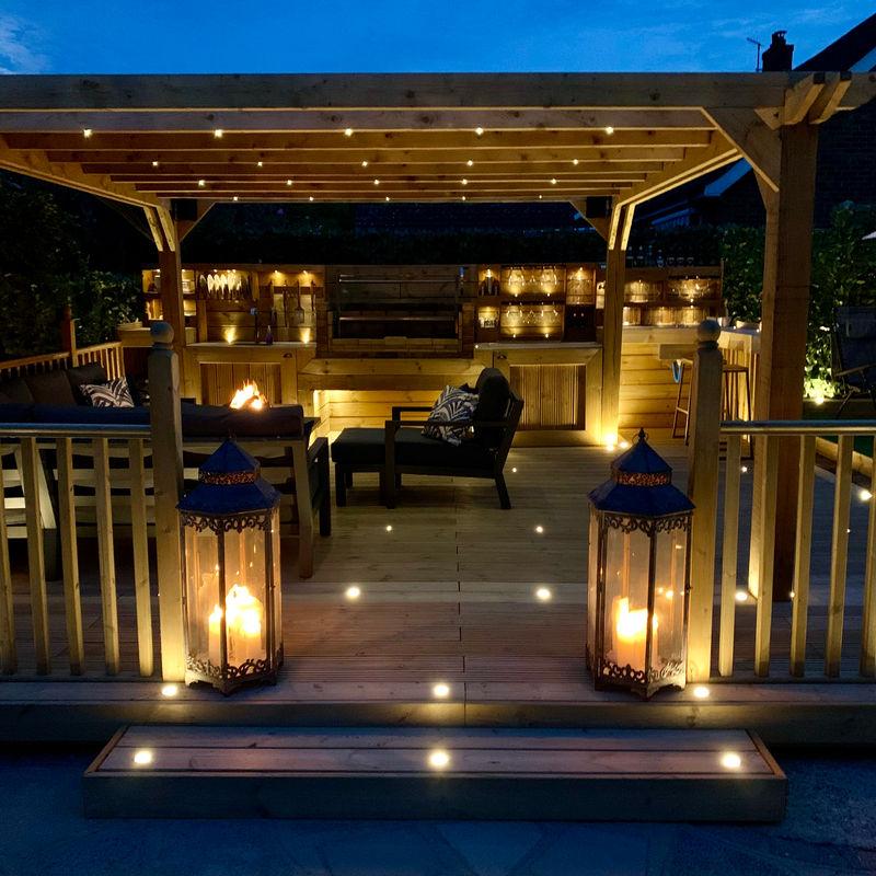 Мужчине предложили построить зону отдыха во дворе за 20 000 £ (2 млн руб), но он сделал ее сам и сэкономил 2/3 от цены