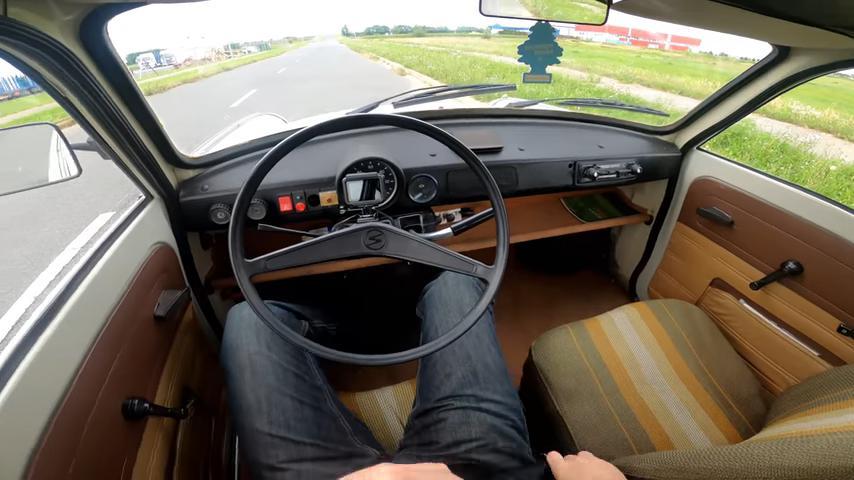 Trabant 601 1979 года: водитель проверил, с какой скоростью может ехать легендарный автомобиль из ГДР (видео)