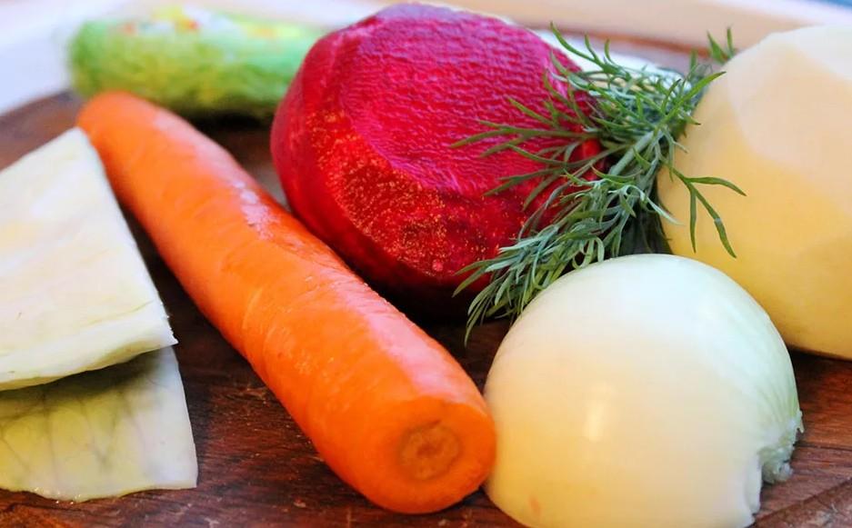Евгений Клопотенко путешествует по Украине в поисках уникальных вариантов борща: рецепт от кулинарного эксперта