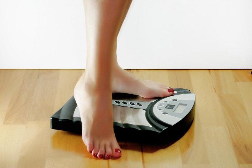 Во время самоизоляции многие женщины набрали лишний вес: не стоит сразу садиться на диету, можно начать изменения с мелочей