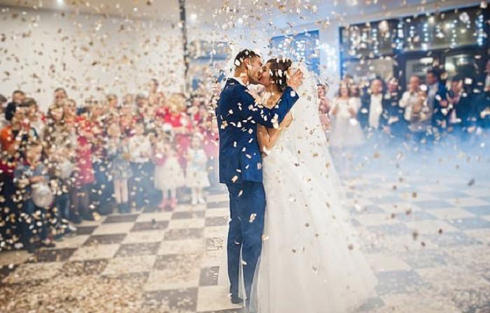 Английское исследование показало: пары, которые выбирают для своего первого танца песню Элтона Джона, самые счастливые