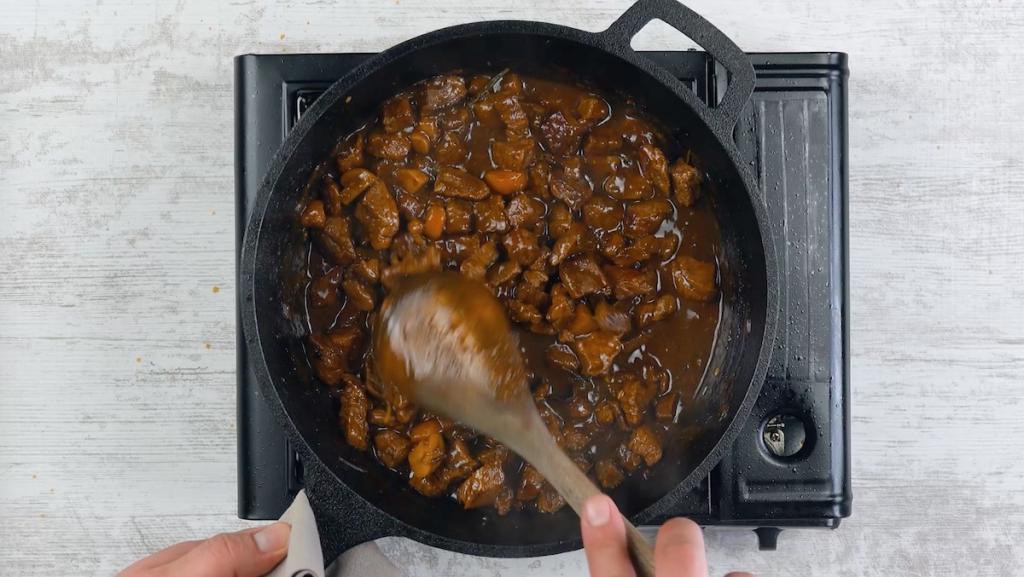 Рагу из говядины с картофельной крошкой: интересный рецепт оригинального блюда