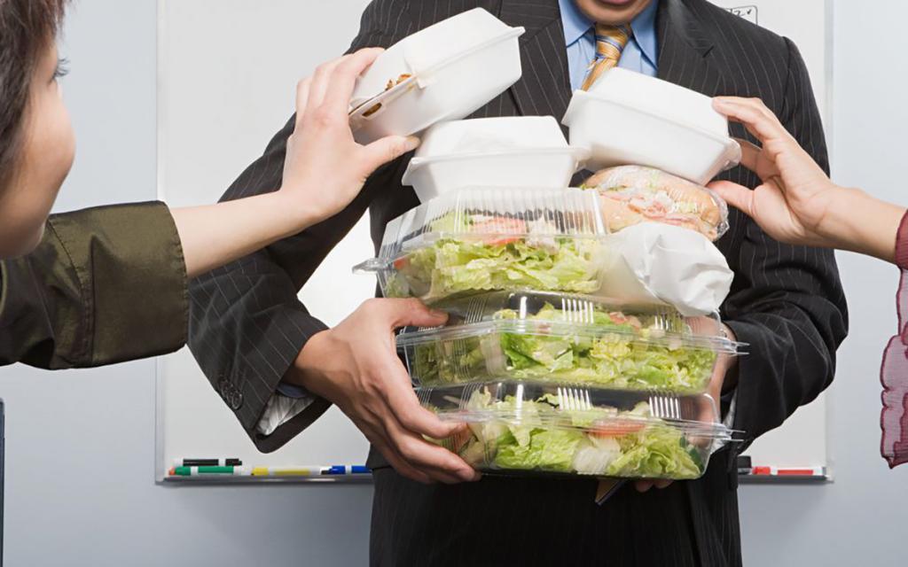 Претензий за поведение курьеров почти нет: названы основные жалобы на работу служб доставки