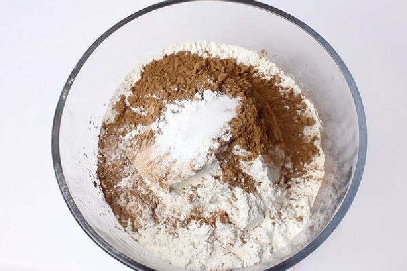 Красное бархатное печенье с глазурью: вкусная выпечка к ароматному чаю (рецепт)