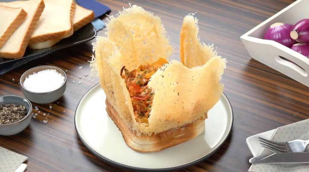 Простая закуска из хлеба: сырные корзиночки с начинкой из бекона