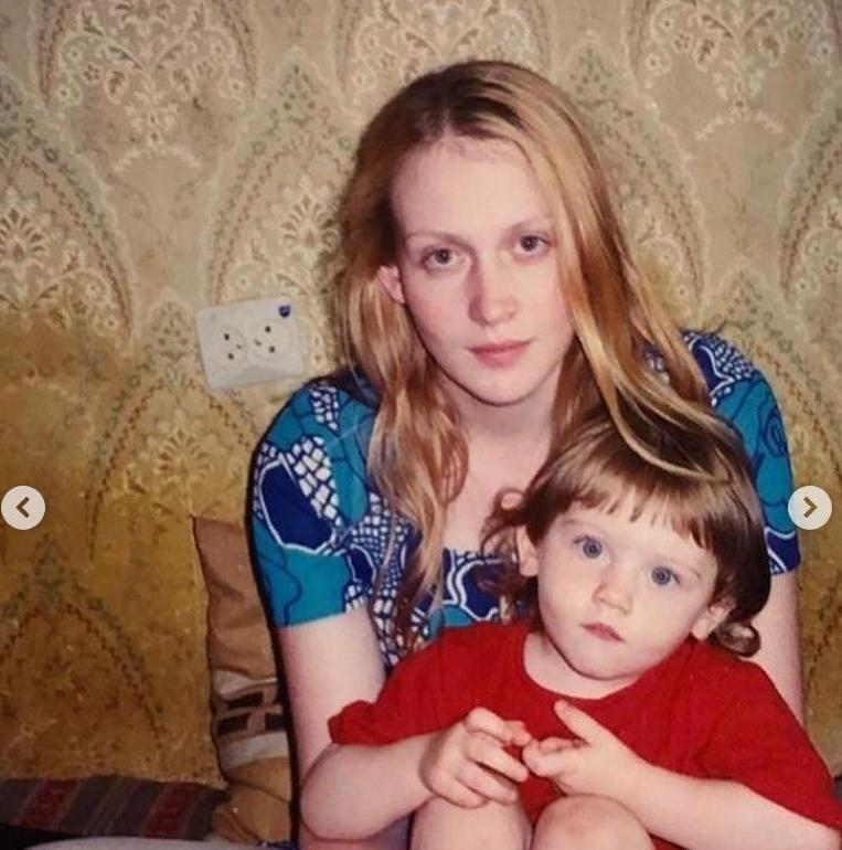 Дочкой Юлии Ауг хочется любоваться. Полина обладает инопланетной красотой (фото)