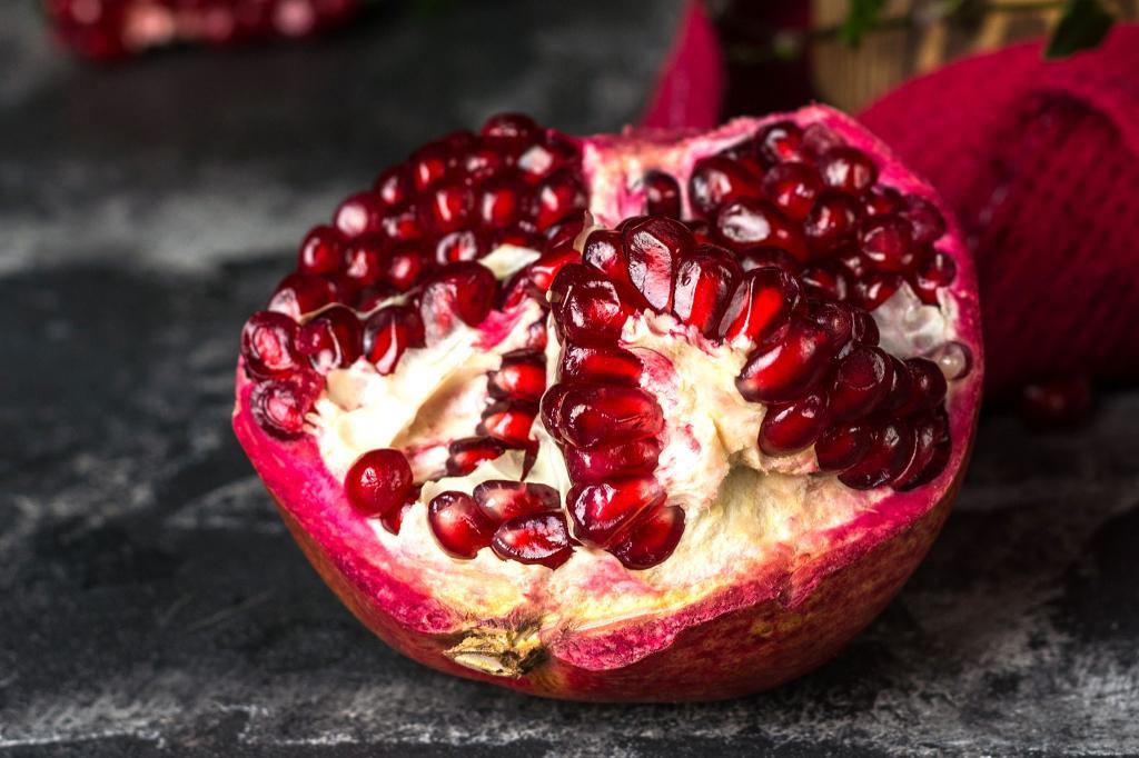 Осенью можно вкусно укрепить иммунитет: 5 осенних фруктов, которые в этом помогут