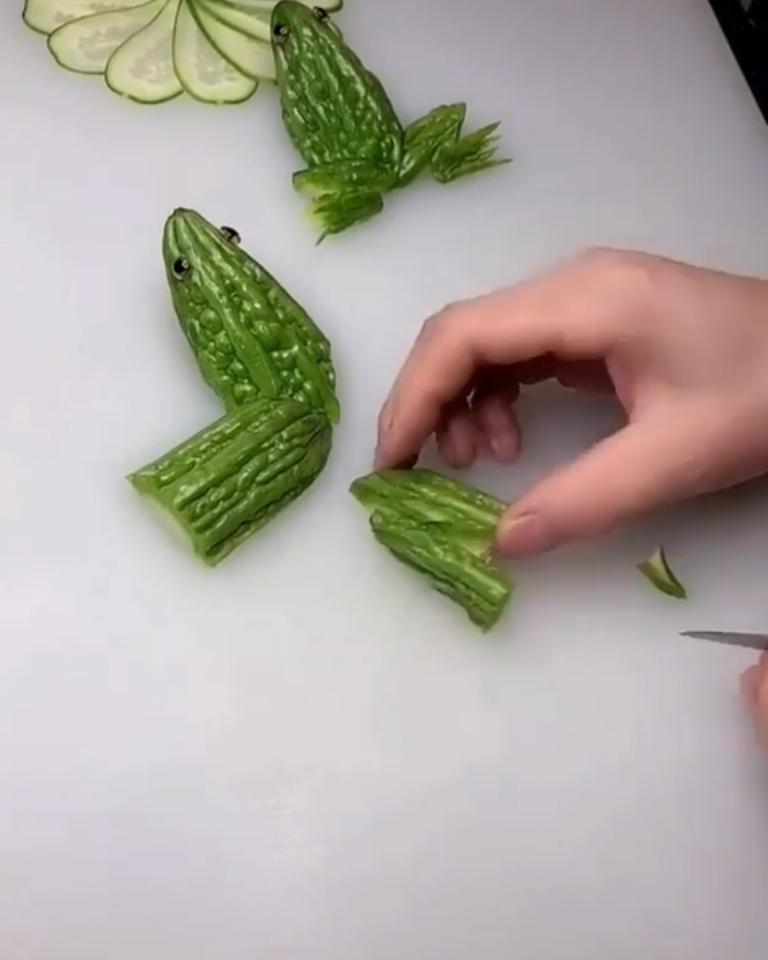 Огурцы детишкам подаю в виде лягушек: хрустят с удовольствием