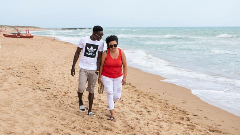 Итальянская семья Ферраро воспитывает гамбийского мигранта: «Он сын, которого у нас никогда не было»