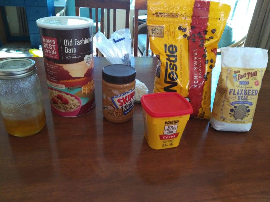 Шоколад, мед и хлопья: простой рецепт энергетической закуски в виде шариков