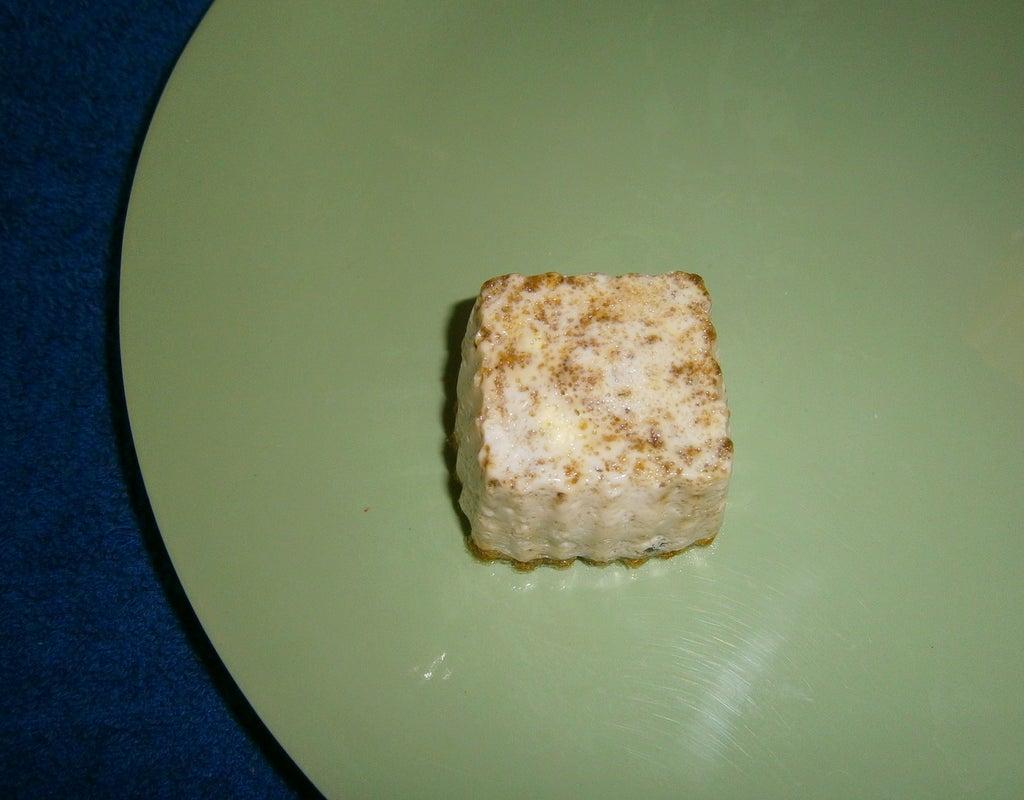 На завтрак готовлю кексы из яиц, овощей и специй: заливаю в формочки и выпекаю