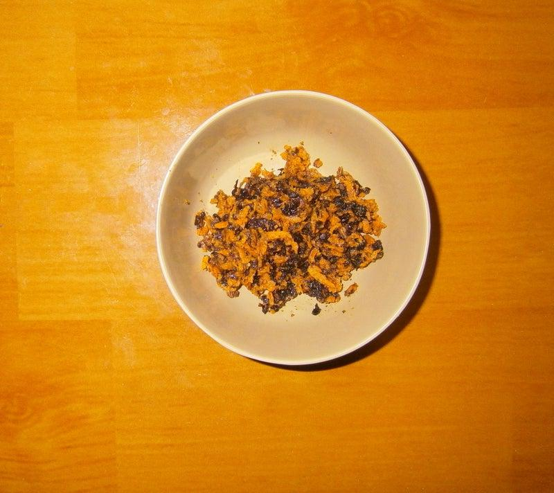 Сахар - главный враг фигуры и красивой кожи, поэтому к чаю я готовлю полезные сладости: банановое лакомство с кокосом, льном и сухофруктами