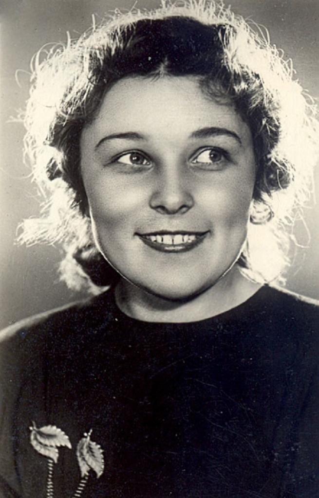 Вере Васильевой - 95! Сейчас она неимоверно обаятельна, а в молодости была настоящей красавицей: фото