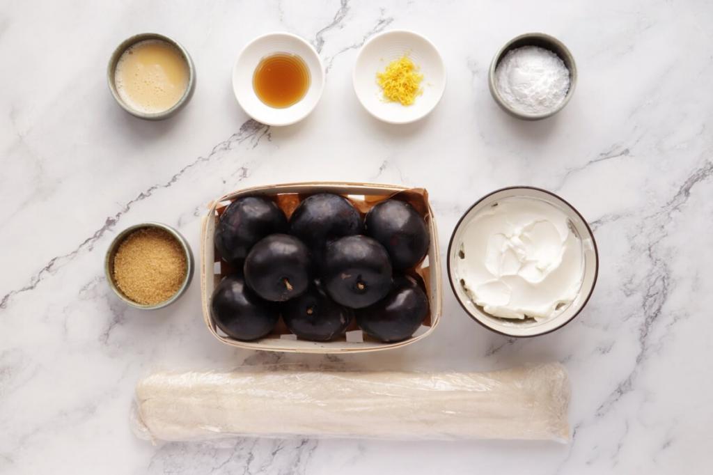 Готовлю к чаю тарталетки со сливами и сливочным сыром за 15 минут: рецепт для практичных хозяек