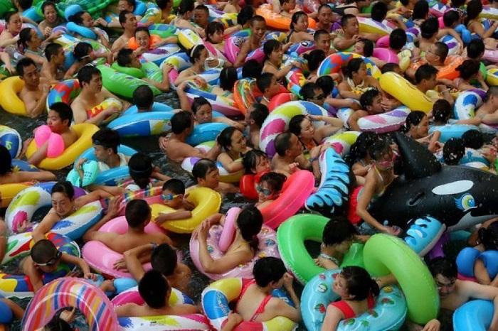 Поведение китайцев на пляже отличается от нашего: дело не только в культуре