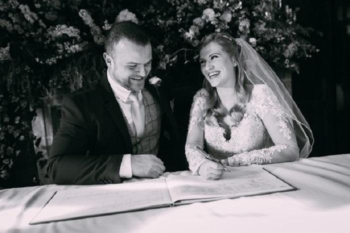 Все в рамках ТВ-шоу: учительница начальных классов вышла замуж за незнакомца, а изоляцию из-за коронавируса провела в доме своей новой свекрови