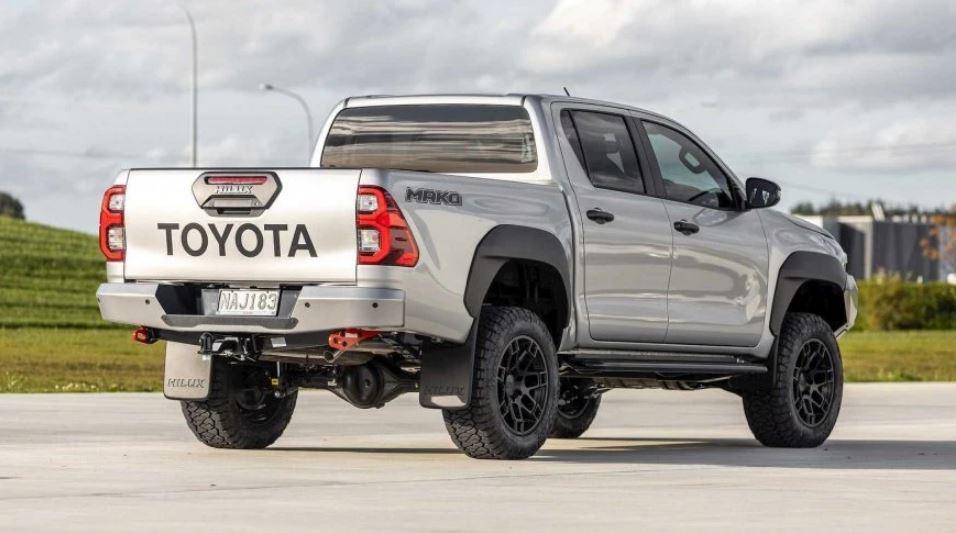 Серьезный конкурент Ford Ranger Raptor: Toyota готовит более мощную версию Hilux в новом исполнении Mako