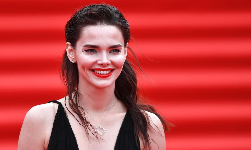 Елизавета Боярская посетила открытие Московского кинофестиваля: поклонники оценили необычный, но стильный наряд актрисы