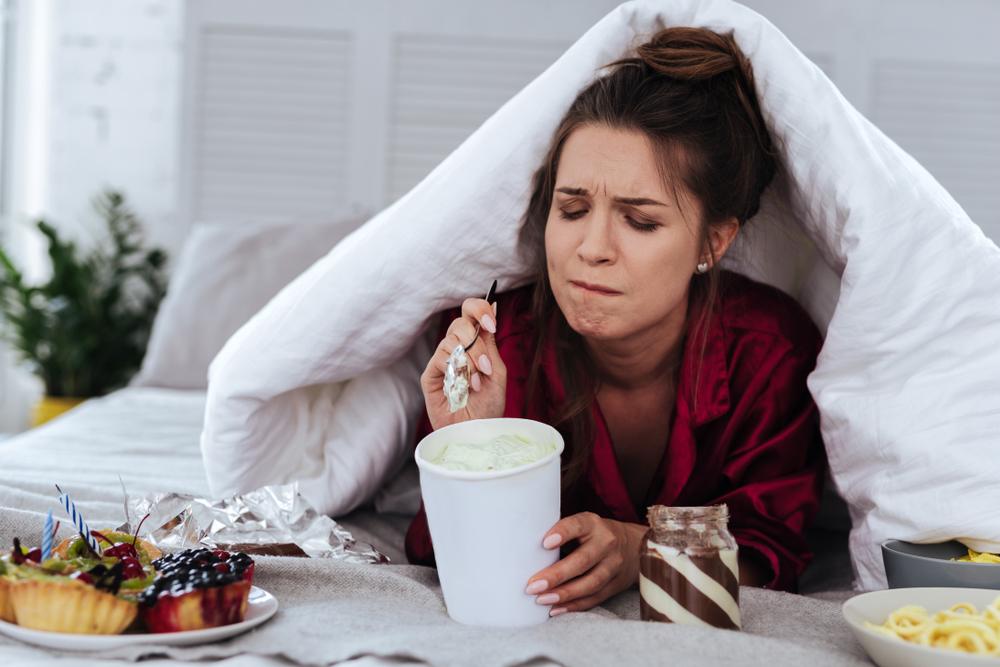 Психоаналитик рассказала о случае из практики и посоветовала, как перестать есть на эмоциях