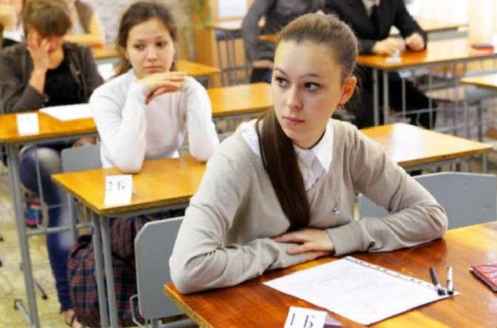 Во время контрольной преподаватель разрешила детям списывать, но при условии, что они останутся незамеченными. Узнав причину, все поняли гениальность учителя