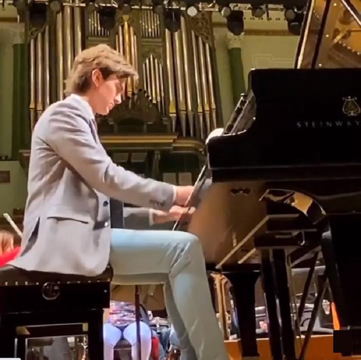 В 7 лет он выступал с оркестром: как сейчас живет мальчик-вундеркинд Даниил Харитонов (видео)