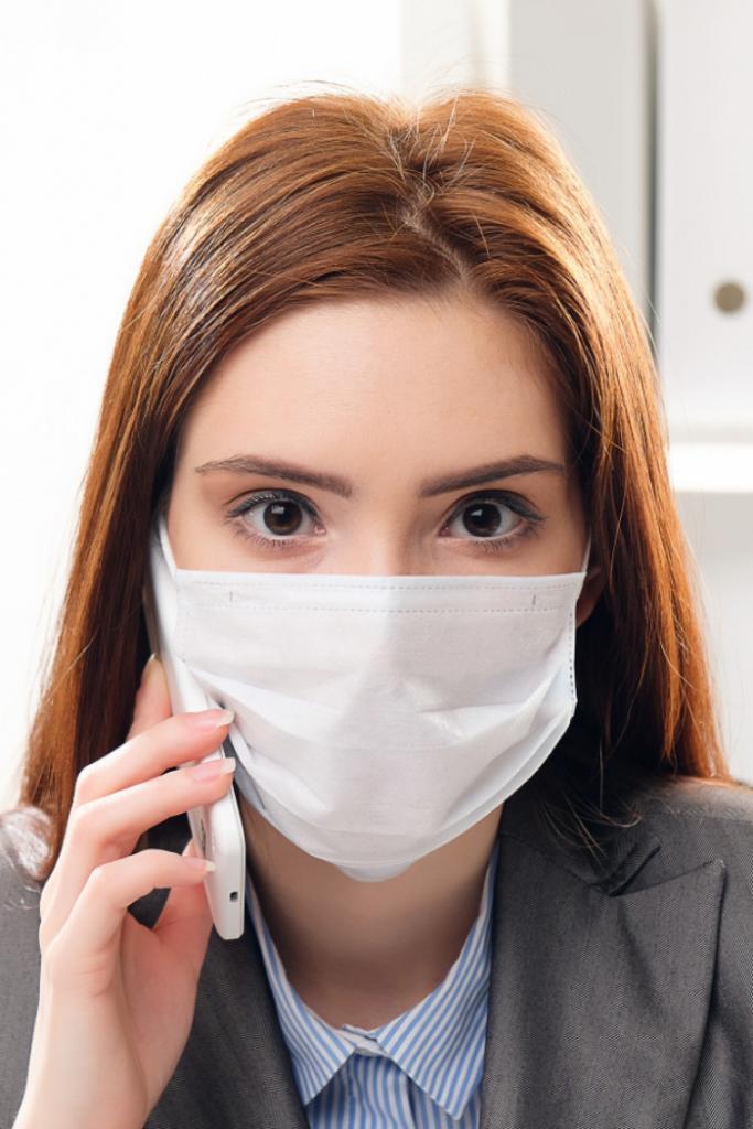 Защищают не только от вирусов: врач Алексей Едемский рассказал о еще одном преимуществе ношения масок