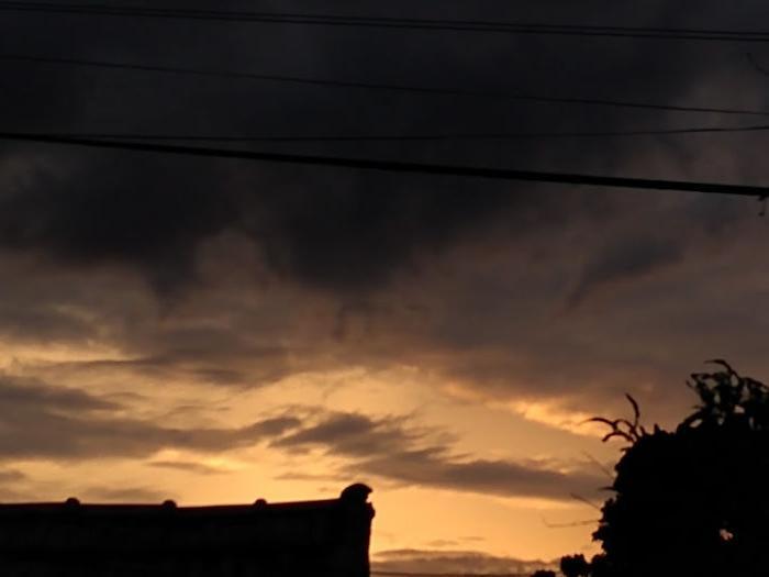 Мы должны видеть красоту в каждом из них: фотограф ежедневно снимала закаты солнца во время пандемии