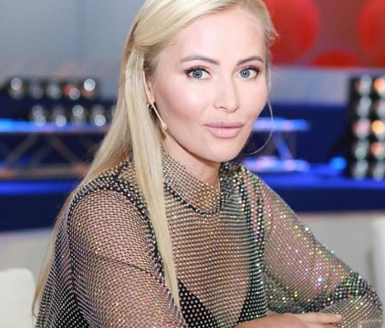 Дана Борисова стала гостьей шоу Первого канала: ее платье впечатлило всех