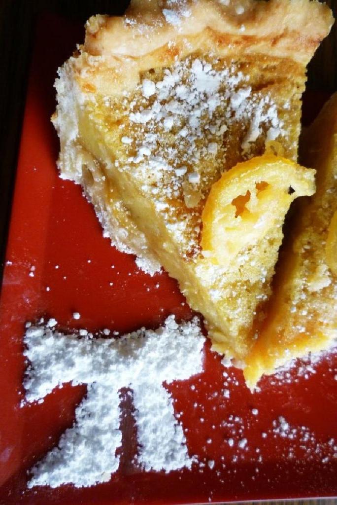 Ароматный пирог с лимонными дольками – мое любимое лакомство, которое я готовлю по праздникам и не только
