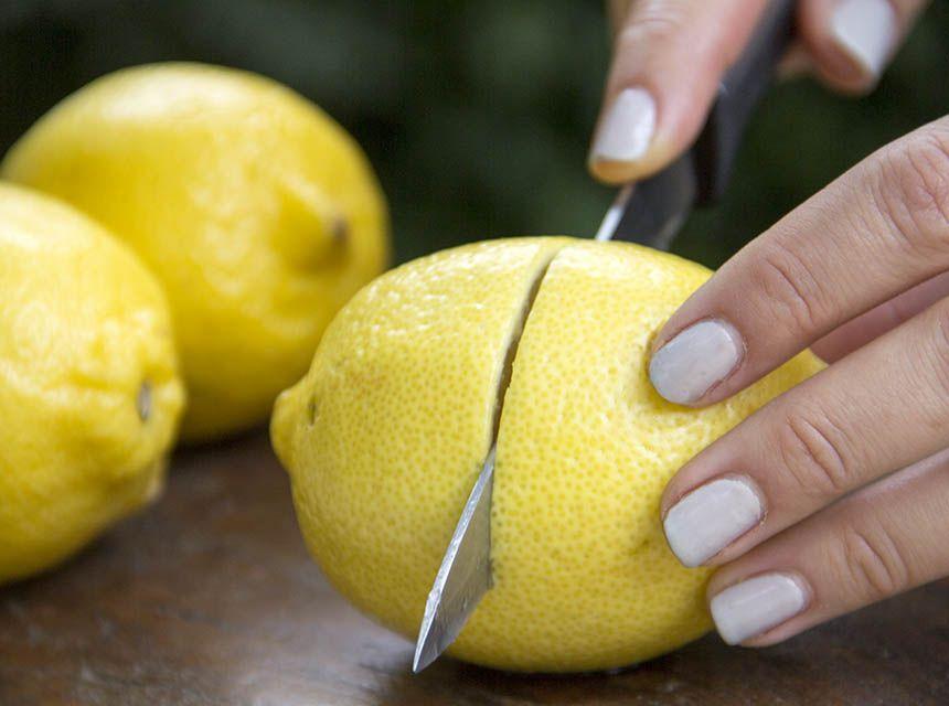 Что происходит с лимоном, когда его кладут в кипяток (узнала и теперь не кладу его в горячий чай)