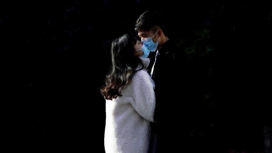 Отсутствие поцелуев еще ничего не значит, ведь COVID-19 полностью изменил правила свиданий: как понять, что вы ему действительно нравитесь