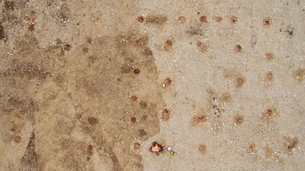 Французские археологи обнаружили следы таинственного древнего поселения и множество артефактов (фото)