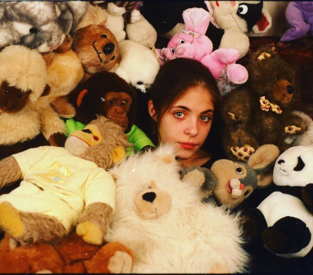 Дочь Радиона Нахапетова и Веры Глаголевой опубликовала архивное фото, на котором она очень похожа на мать