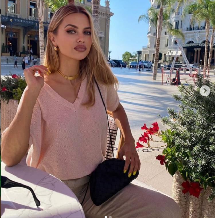 Виктория Боня поделилась с подписчиками радостной новостью: телеведущую пригласили на должность главного редактора в модный журнал о красоте