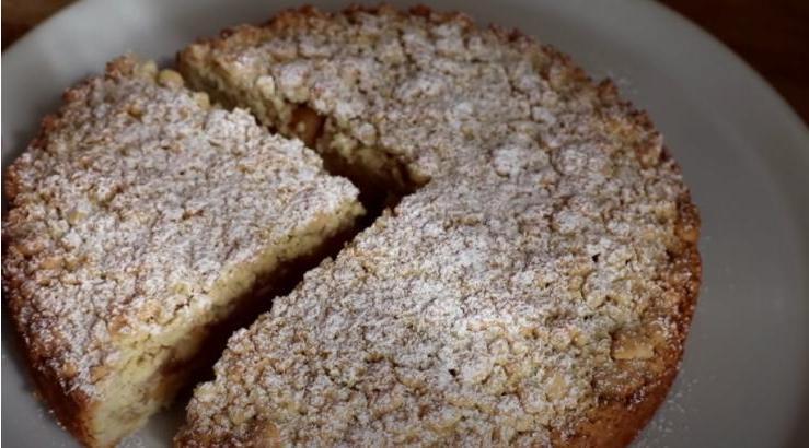 Любители яблок оценят этот пирог: фантастический вкус (без преувеличения) при минимуме ингредиентов