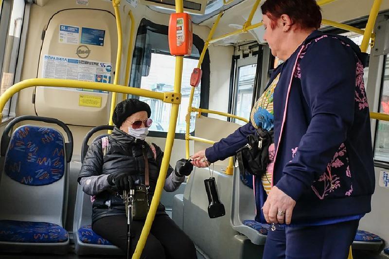 Заблокированные соцкарты москвичей могут быть разблокированы в день поездки к врачу