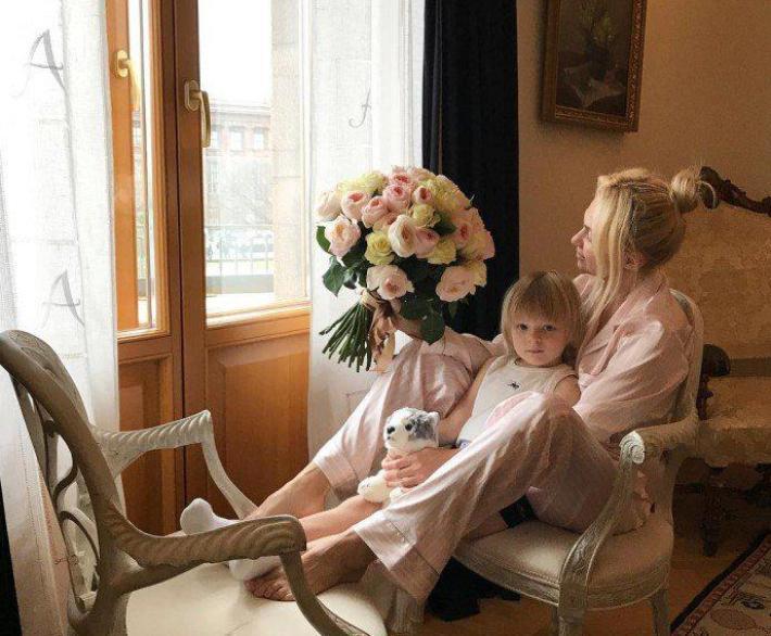 «Счастье любит тишину»: фолловеры раскритиковали фото детской Яны Рудковской