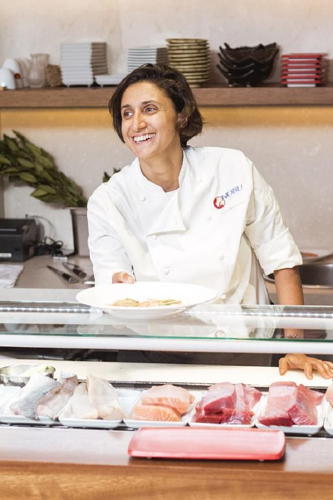 Шеф-повар Элени Манусу рассказала, как нужно есть суши: большинство людей не подозревают, что делают это неправильно