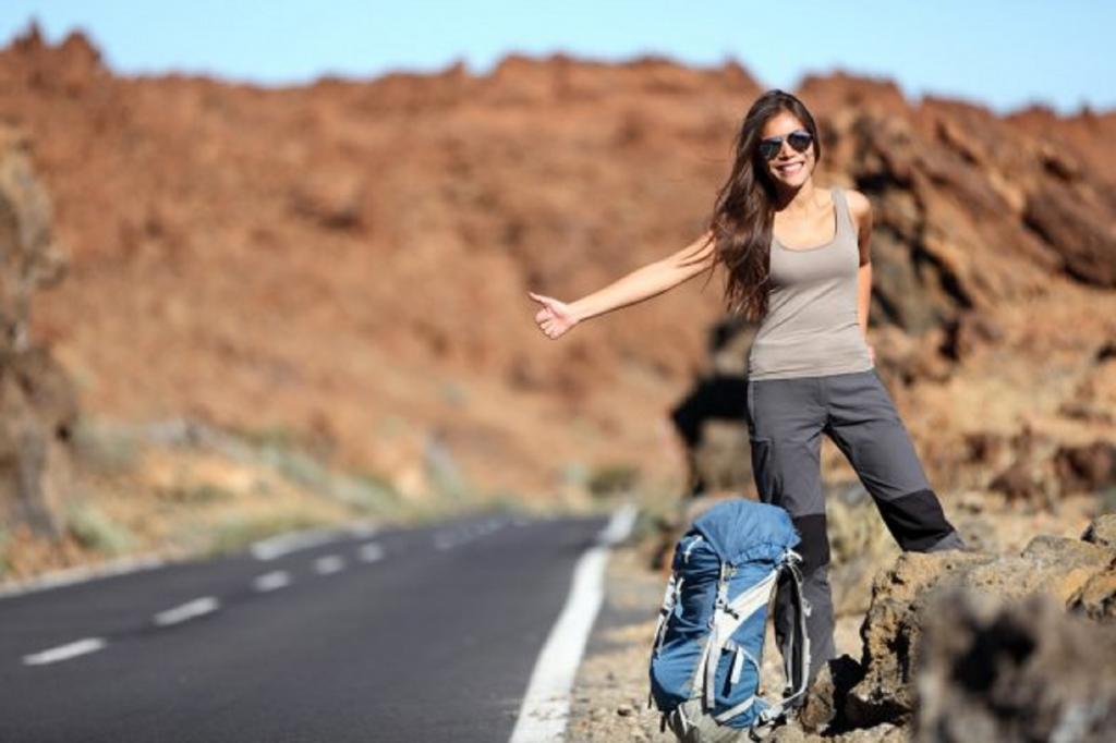 Несмотря на карантин, девушка отправилась в путешествие автостопом, чтобы увидеть вживую возлюбленного из Интернета. В планы девушки вмешалась полиция