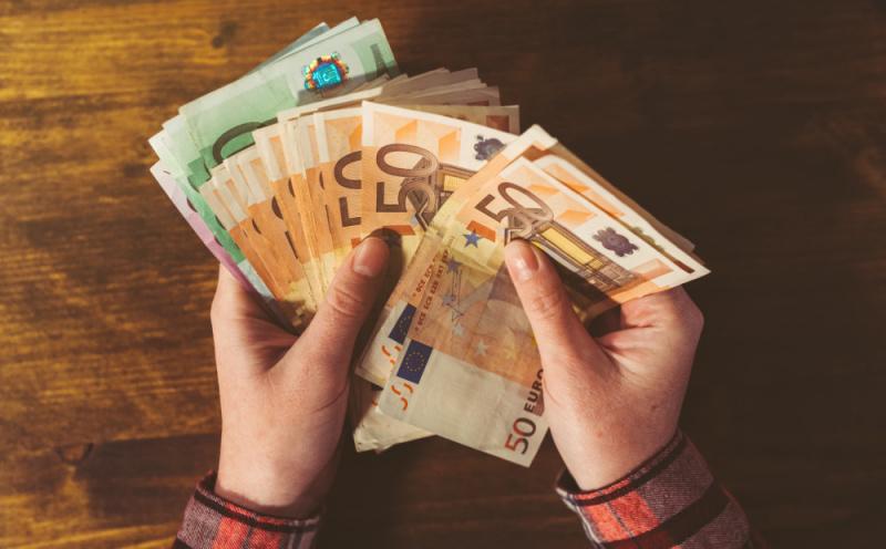 Эксперты рассказали, в какой валюте лучше хранить сбережения