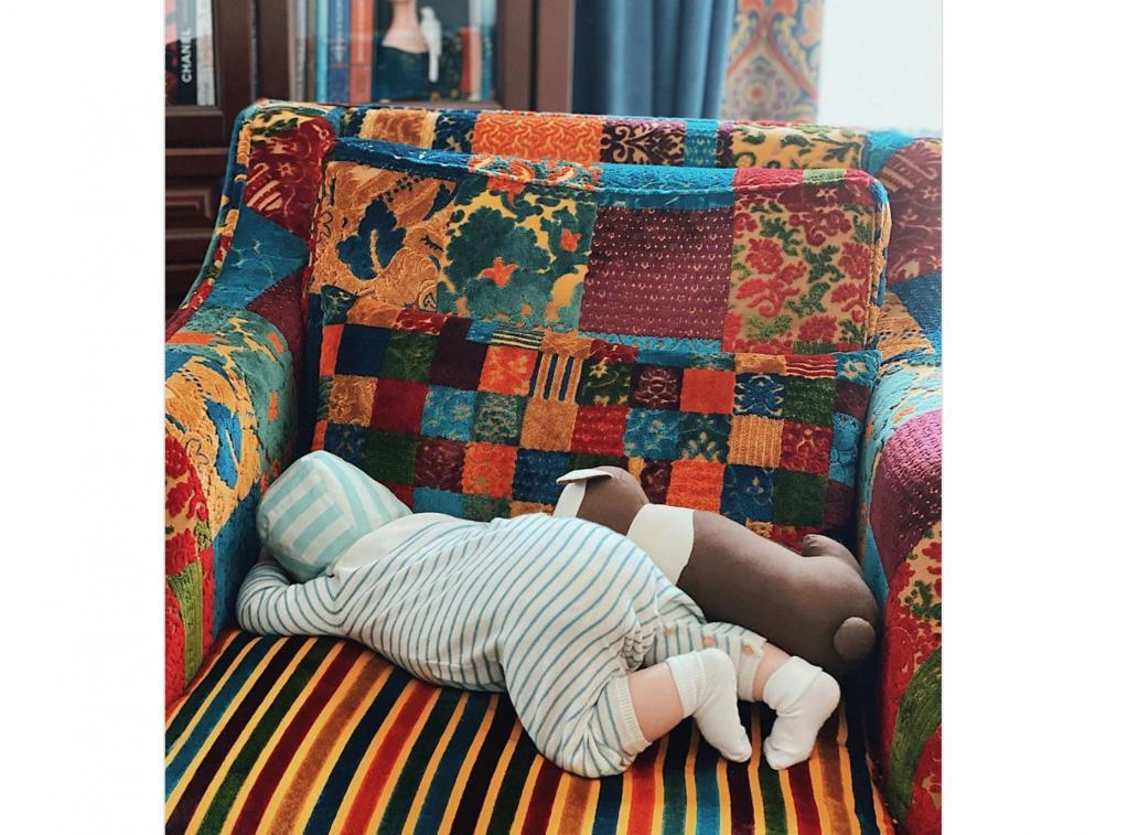 Молодая жена Петросяна поделилась новым снимком ребенка - фото смутило подписчиков